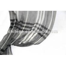 200s / 2 écharpes à carreaux en laine légère peignée