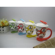 Tasse à café colorée avec couvercle