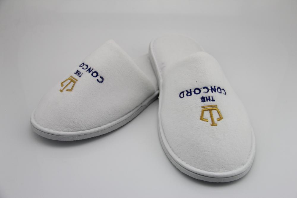 Disposable Cheap Hotel Spa Slippers With Embroidery Logo