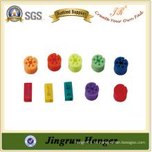 Ampliamente utilizado plástico colorido suspensión clips para perchas