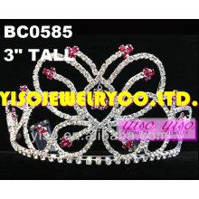 Desfile de tiaras e coroas de cristal