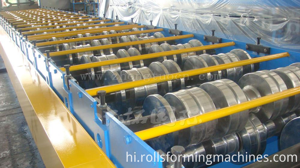 Floor deck roll forming machine (18)