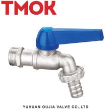 utilisé sur le marché américain du chromage sur la surface du même type de double bibcock d'eau