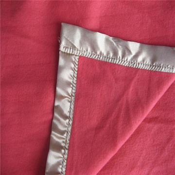 Satin Cover Edge Polar Fleece Decke
