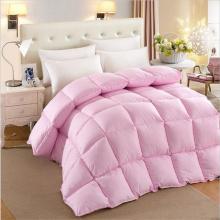 Schöne Duvet Vs Quilt auf dem Bett zum Verkauf