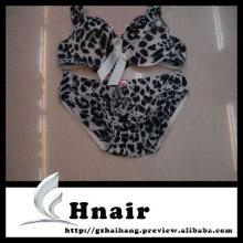 Sujetador leopardo de mujer joven