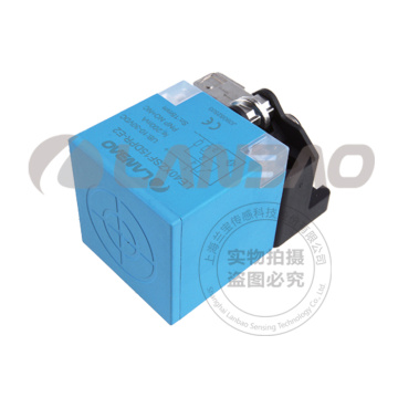 Sensor Indutivo de Comutação de Proximidade Plactis Wide Voltage Rectangular (LE40SZ DC2)