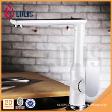 360 degrés tourner la peinture blanche flexible un levier de crête d'eau robinet d'évier de cuisine
