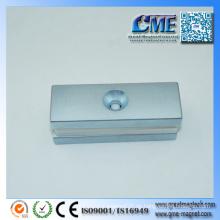 Eisen und Magnet in einem Permanentmagnet sind Metalle magnetisch