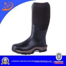 Botas de borracha pretas altas dos homens do joelho