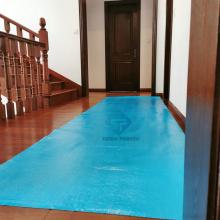Protetor adesivo plástico azul para piso da Amazon