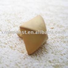 Pyramid rivet