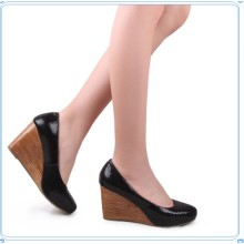 Mode-Keil-Plattform-Absatz-Schuhe der Frauen (Hcy02-795-3)