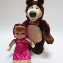 Niedliche Masha und die Bär Puppe