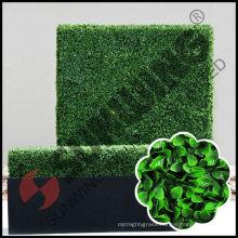 Custom artificial hedge with planter