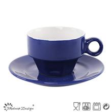Tasse et soucoupe de glaçage bleue classique