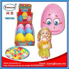 Tumbler Egg Toy mit Puppe und Süßigkeit nach innen