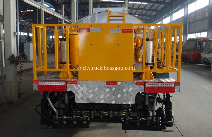 bitumen sprayer engine 2
