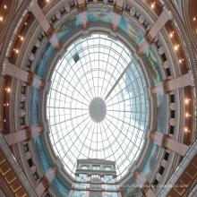 Стеклянный люк в крыше купола