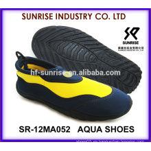 SR-14WA052 Los hombres frescos de la venta al por mayor de los hombres calzan los zapatos de la playa para los zapatos del agua de los zapatos de la aguamarina del agua que practican surf los zapatos