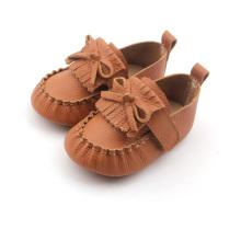 Mocassins pour bébé à boucle en cuir souple marron avec nœud papillon