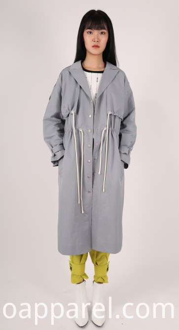 TRENCH COAT WITH A LAPEL COLLAR