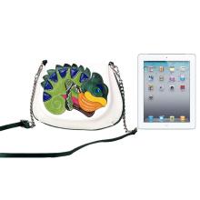 Женская кожаная сумка-мессенджер с вышивкой