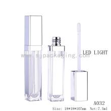 Botella vacía al por mayor del lustre plástico del labio 5ml con la luz y el espejo del LED