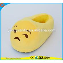 Hot Sell novedad diseño triste cara felpa zapatilla de Emoji con tacón