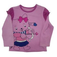 A mola caçoa o t-shirt do bebé na roupa das crianças
