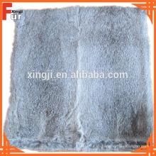 Almohada de piel de conejo gris natural