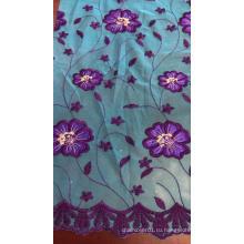 Ткань с вышивкой сетки с синими цветами