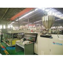 Machine de production de panneaux d'armoires de cuisine en PVC