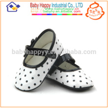 Chaussures de danse aux filles mignonnes