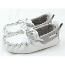 Vente en gros blanc bébé doux semelle en cuir véritable chaussures occasionnels pour bateaux