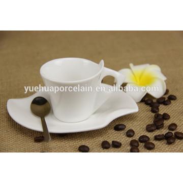 Белый фарфоровый мини-старинный чашка для кофе с ручкой и блюдцем