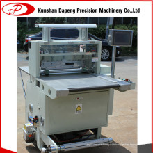 Machine de découpe de feuille d'étiquettes et de bande de mousse