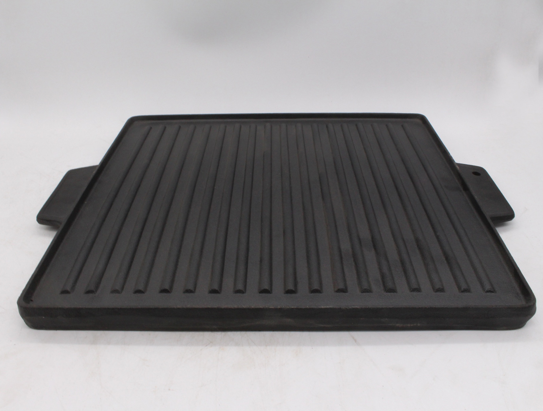 Cast iron griddle for bbq