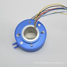 Através do anel deslizante do furo com conector Ethernet