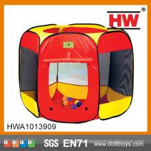 Детская летняя площадка для игр в палатке
