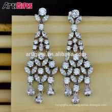 Pendientes de boda de diamantes de zirconia cúbica chapado en oro blanco