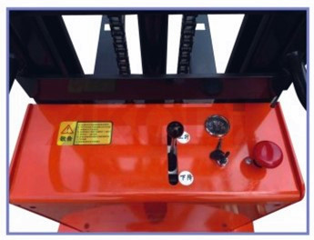 Straddle Semi-electric Stacker