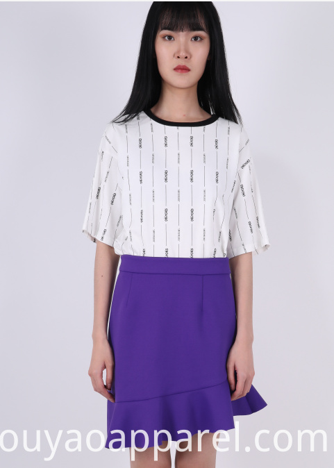 SHORT SLEEVE T-SHIRT WITH AROUND NECKLINE