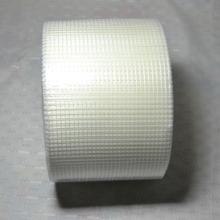 La reparación flexible de yeso en la pared refuerza la malla de fibra de vidrio