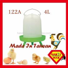 Hohe Qualität Durablity Durable Crown Brand Hülse Typ Trinker 4L Wih 3 Beine Classic Chicken Trinker