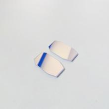 Breitbandiger dielektrischer Beschichtungsspiegel und Laserspiegel
