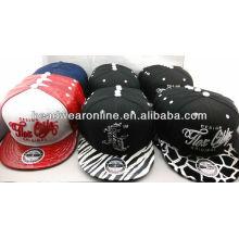 Самые последние шлемы способа и крышки с логосом вышивки высокого качества и brim способа