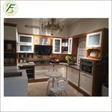 Кухонная мебель из массива лака