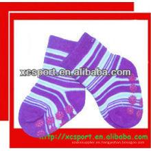 El bebé antideslizante animal lindo de la tira de 2013 pega los calcetines al por mayor