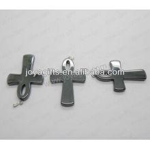 01P1002S / colgante cruz de hematites / encanto cruz / accesorio de cruz / accesorio cruzado con hallazgo de plata